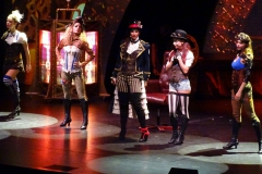 MEIN SCHIFF 6 - Theater - Variete - Wellenreiter
